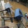 印度突降暴雨 十人水中丧生