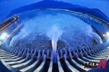 中国三峡水电站开闸
