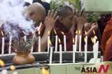 缅甸僧侣祈祷世界和平