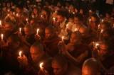 种族危机-缅甸穆斯林住进难民营帐篷