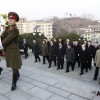 中国领导人访问平壤友谊塔进献花篮