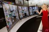 三星和LG公开弧形弯屏OLED电视机