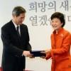 韩国总统当选人朴槿惠接见中国政府特使张志军