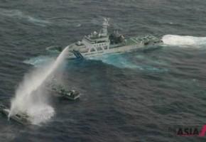 台日舰艇钓鱼岛对峙 近距离互射水炮