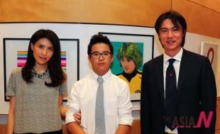 韩国国奥总教练洪明浦夫妇到美术展览会现场向儿子Hong Sung Min(홍성민)表示祝贺