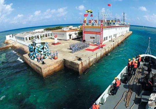 目前在中国南海南沙群岛的永暑礁驻扎200多名中国